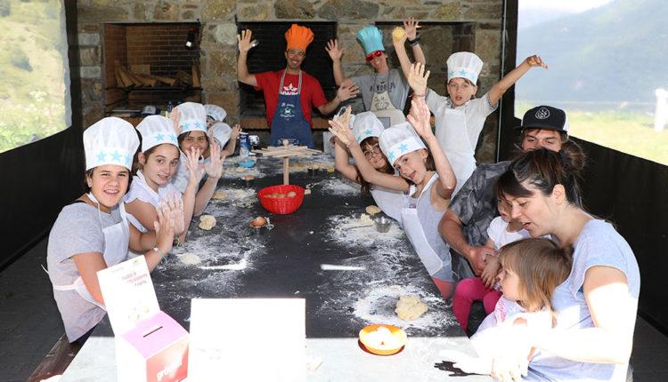 Nens al taller de pastisseria Borda del pi