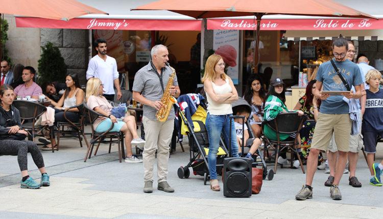 saxofonista i public