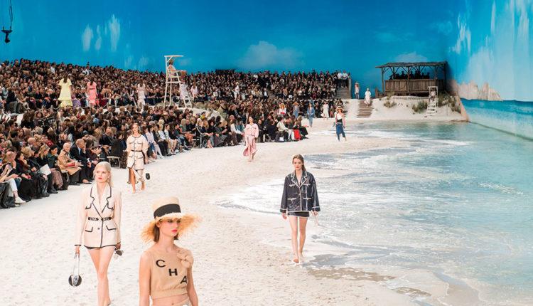 Desfilada de Chanel a la platja