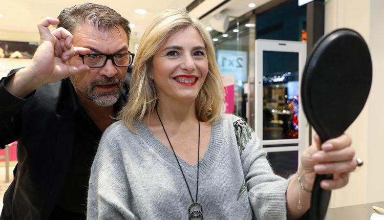 Rubén Acosta de Bobbi Brown amb una clienta satisfeta