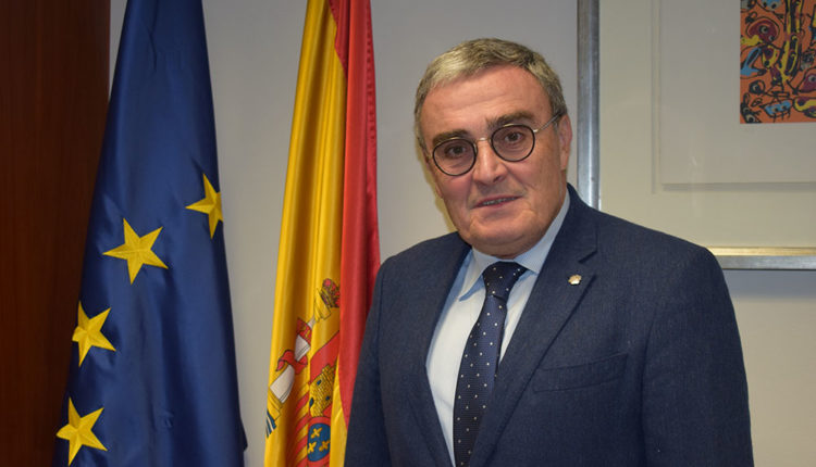 Àngel Ross ambaixador d'espanya