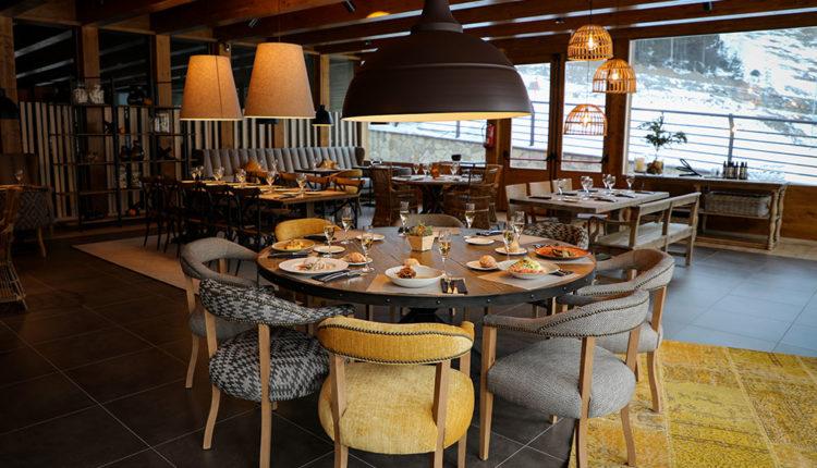Àliga Restaurant taula amb plats