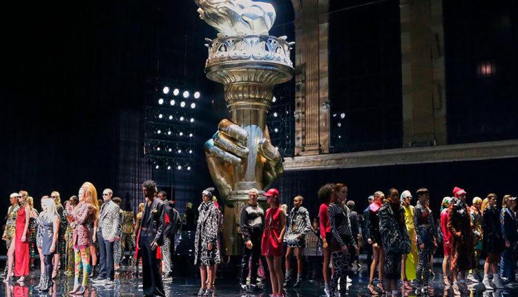 Desfilada de Versace a Nova York