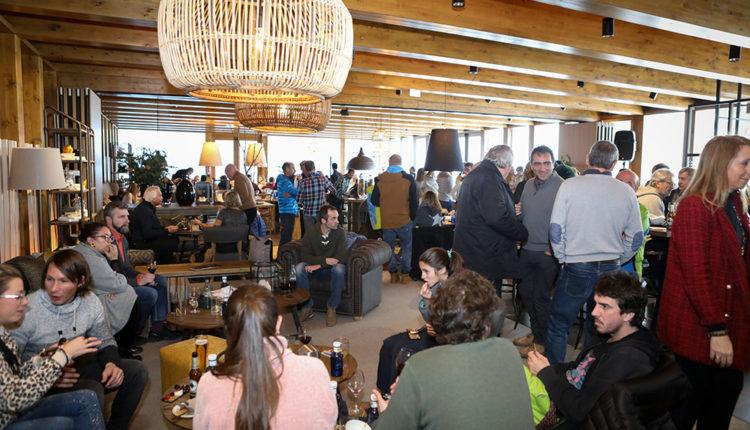 Sala plena a l'obertura Àliga Restaurant
