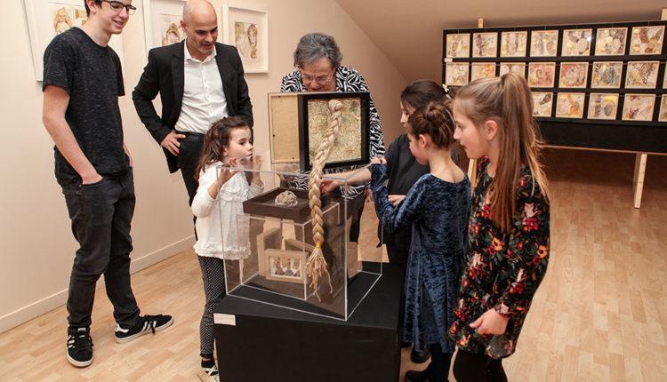 """Exposició de art """"del teu cabell"""" mares i fills"""