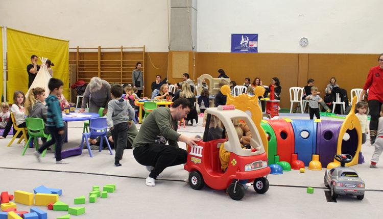 Nens al Saló de la Infància i la joventut Encamp