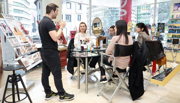 Escola de Maquillatge Clarins a Gala Perfumeries