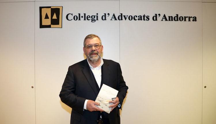 Jean-Michel Rascagneres amb el seu llibre Divagacions
