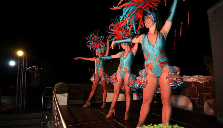 Ballarines de Cabaret a la festa de Caldea