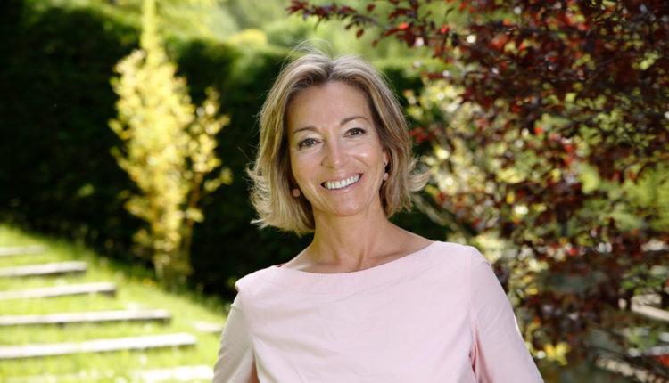 Ester Fenoll al jardí de casa