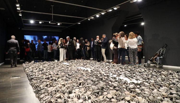 Sala Artalroc amb exposició de Javier Balmaseda