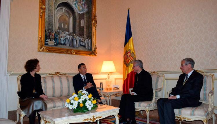 Ambaixador de Mongòlia al Palau Episcopal