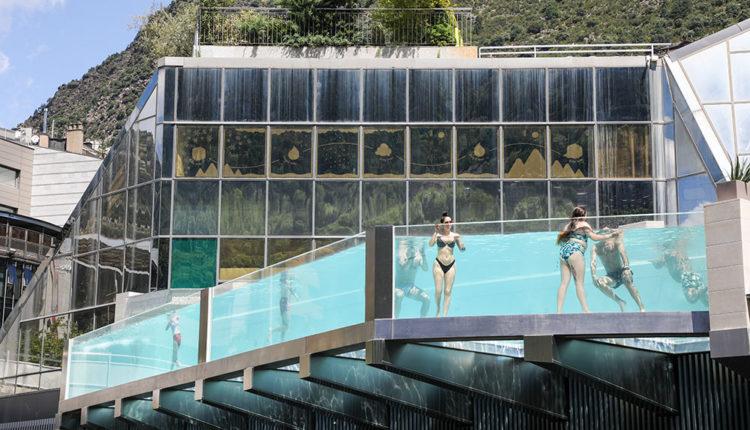 Nova piscina panoràmica de Caldea