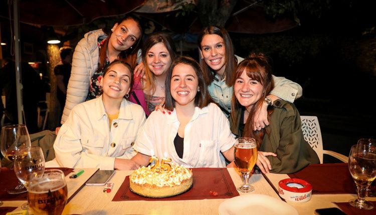 Eli Carbonell amb les seves amigues
