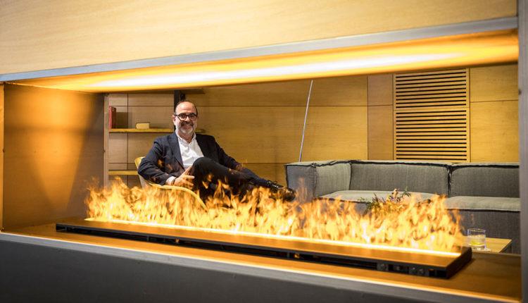 Jordi Daban al lobby de l'hotel Andorra Fènix